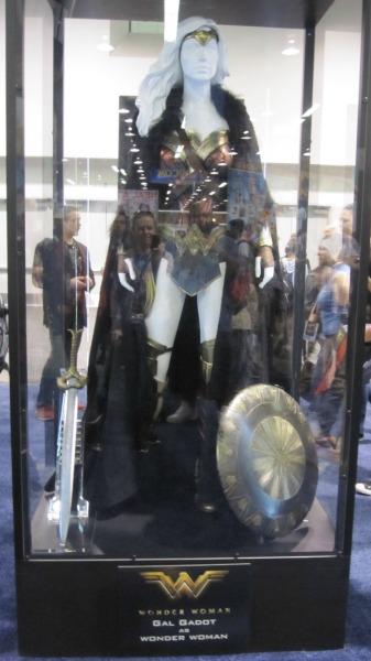 Wonder Woman Costume (Gal Gadot) | Rueben's Ramblings
